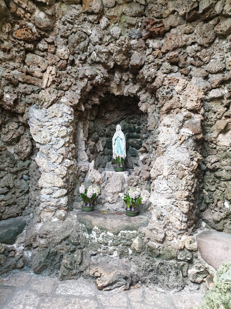grotta-votiva-parco-sigurtà