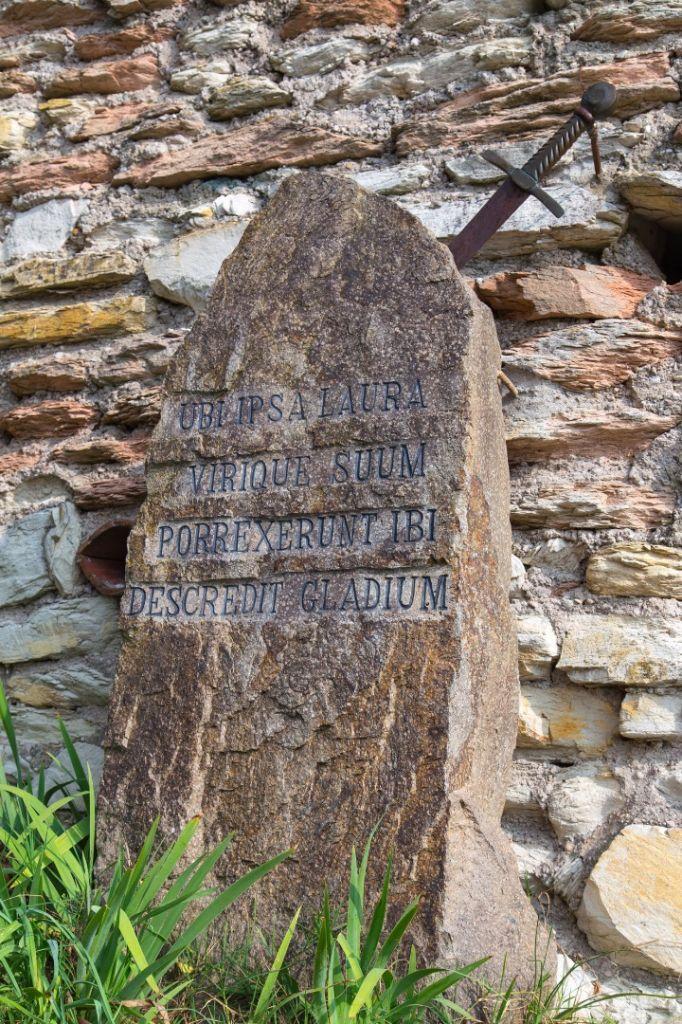 spada-nella-roccia-arquà-petrarca