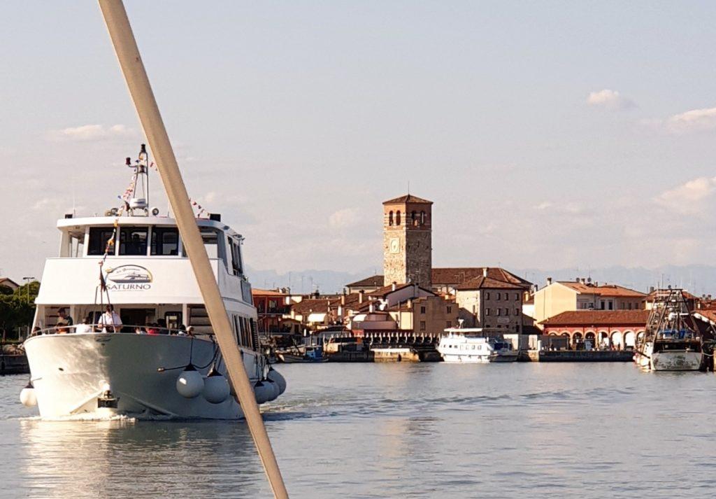 in-barca-in-laguna-di-marano